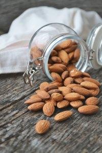 """<img src=""""almonds.jpg"""" alt=""""natural healthy snack zero waste"""""""