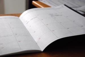 "<img src=""calendar.jpg"" alt=""new year resolutions"""